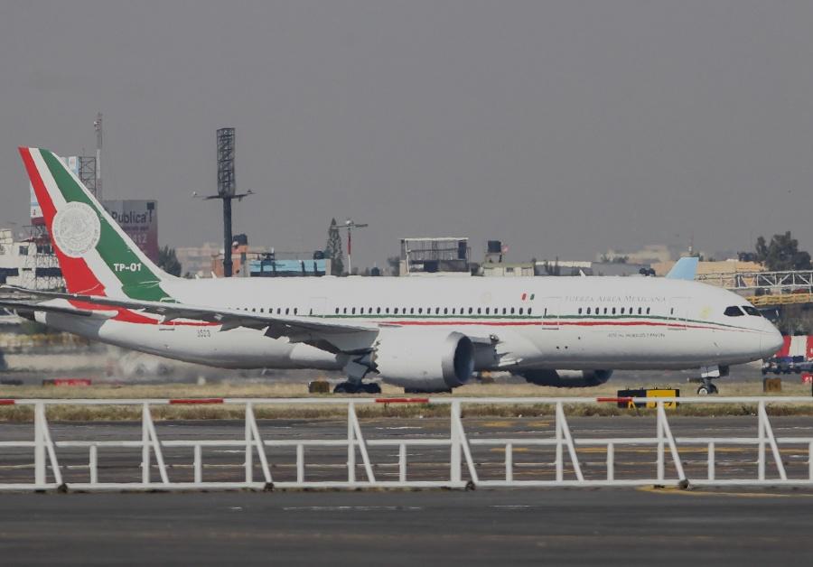 Indica AMLO que una empresa está interesada en avión presidencial