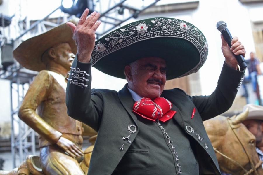 Vicente Fernández rompe su promesa y vuelve a los escenarios