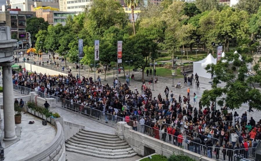 Seguidores de José José aguardan ansiosos en Bellas Artes; autoridades aplican operativo