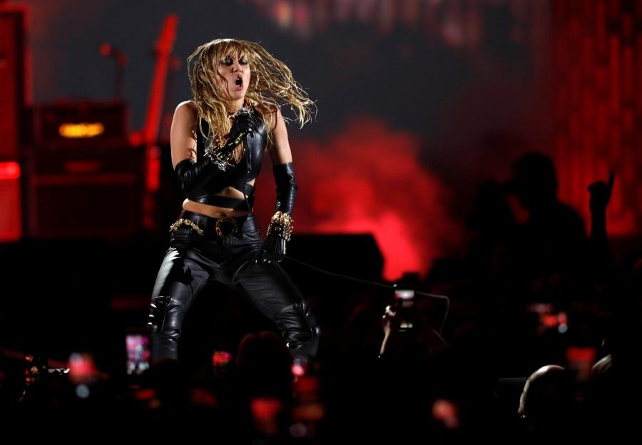 La cantante Miley Cyrus fue hospitalizada de emergencia