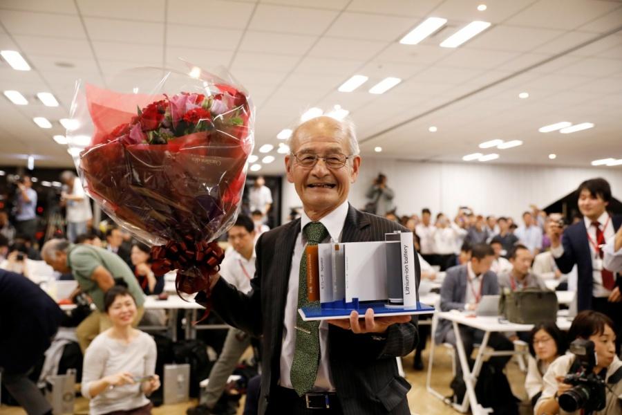 Otorgan Nobel de Química a creadores de la pila de iones de litio