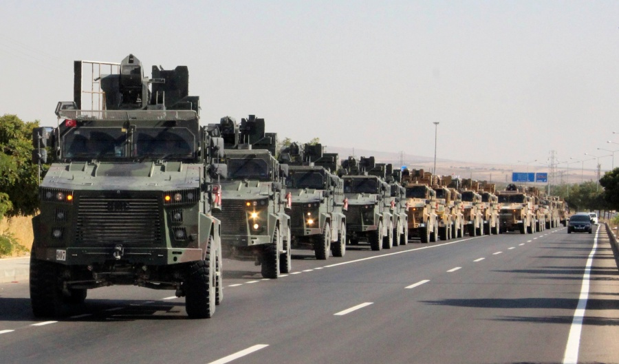 Ejército turco entra en Siria; población huye tras ataques