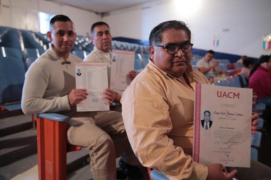 En 7 años, 29 reos reciben título de licenciatura por la UACM