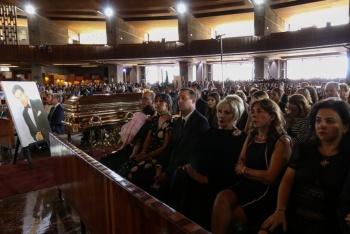 Restos de José José salen de la Basílica de Guadalupe rumbo a Clavería