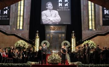 Reportan 35 mil personas en homenajes a José José