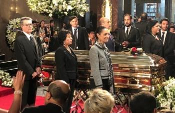 Sheinbaum monta guardia de honor en homenaje a José José