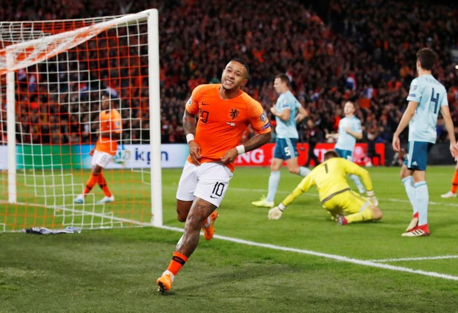 Holanda sufre pero remonta a Irlanda del Norte rumbo a la Euro