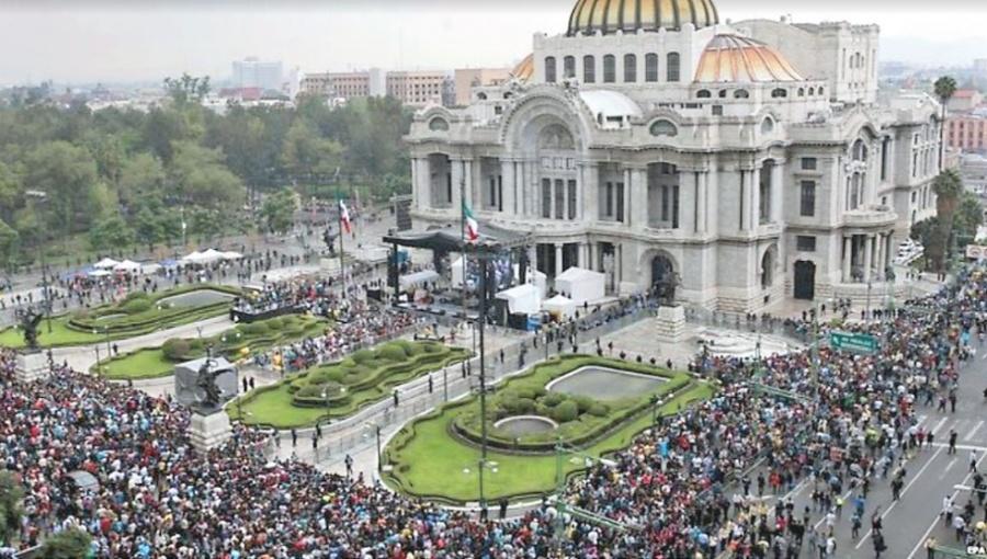 Mexicanos despiden al Príncipe triste como a un rey