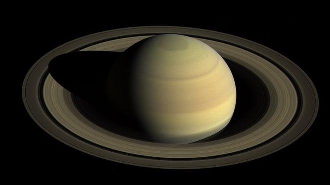 Con 82 satélites, Saturno se corona como el