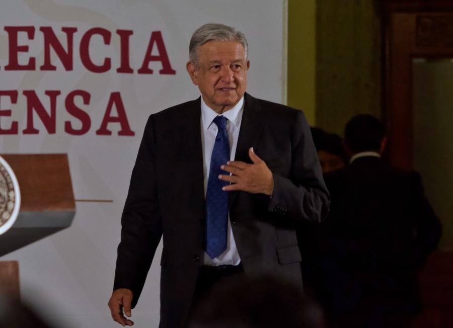 Pugna López Obrador por formar científicos con visión social