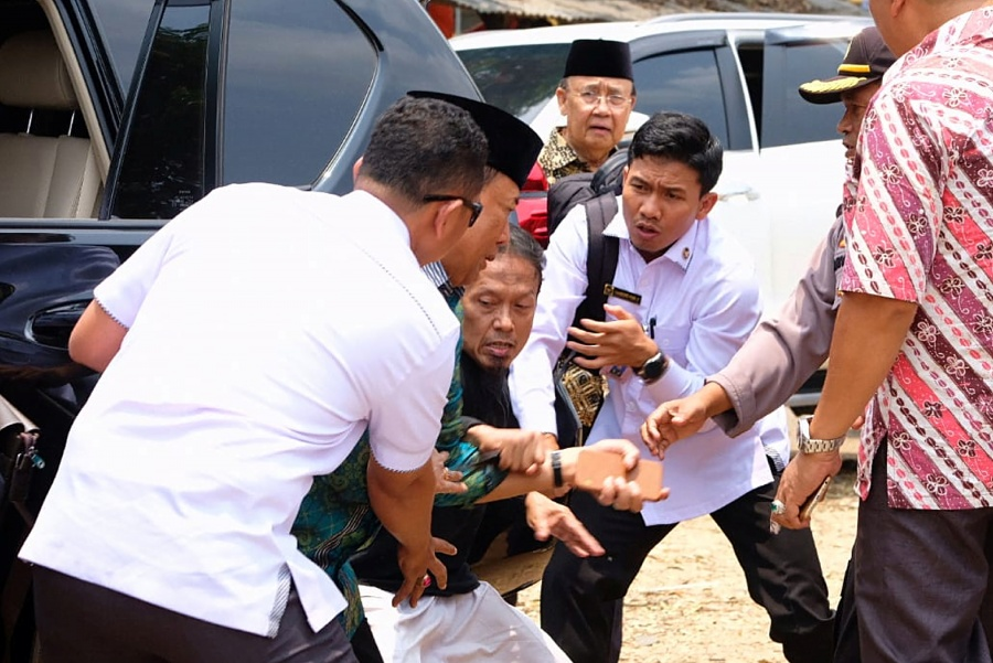 Supuesto terrorista apuñala a ministro de Indonesia
