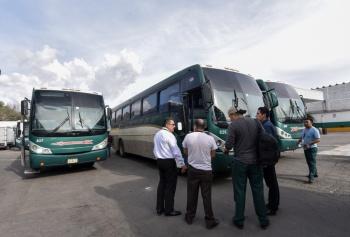 Dice AMLO que está resuelto, tema de normalistas que retuvieron choferes y autobuses