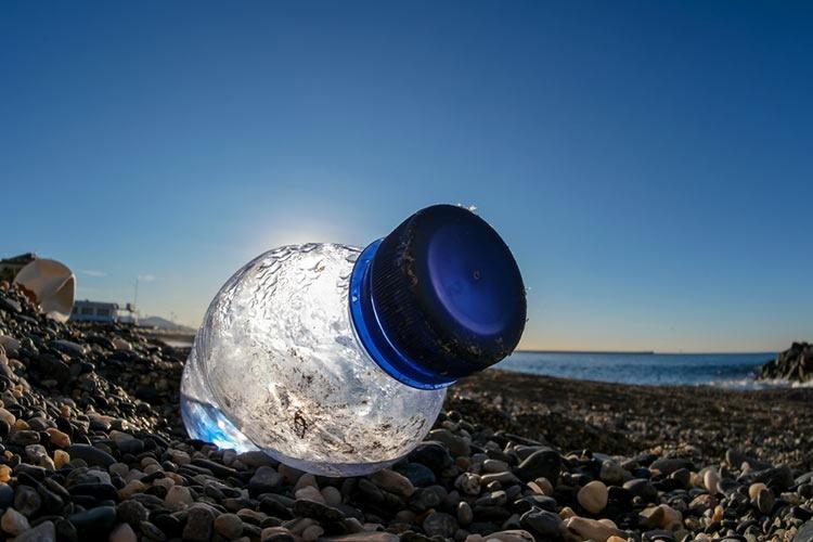 Bajo el Sol, los plásticos tardarían menos en degradarse