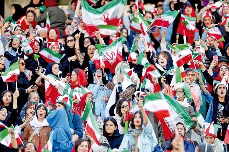 Mujeres se llenan de júbilo en su regreso a los estadios