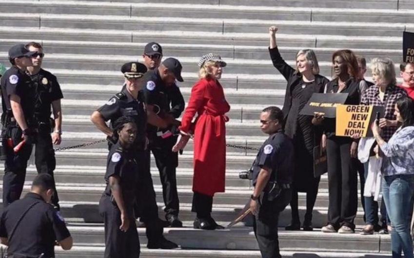 Arrestan a Jane Fonda por protestar contra el cambio climático en el Capitolio