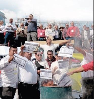 Taxistas niegan que haya Políticos en su movimiento