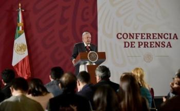 Rechaza AMLO opinar sobre polémica entre Calderón y presidente de la Corte