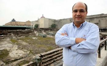 Otorgan Premio Crónica 2019 al arqueólogo Leonardo López Luján