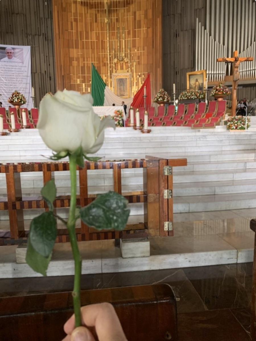 Embajador Landau va a misa a la Basílica y pide por la relación México-EU