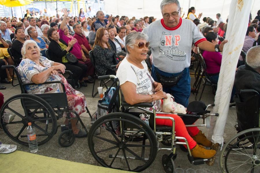 Promueven la creación de residencias de día para adultos mayores