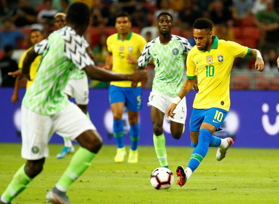 En partido ante Nigeria, Neymar se lesiona de nuevo