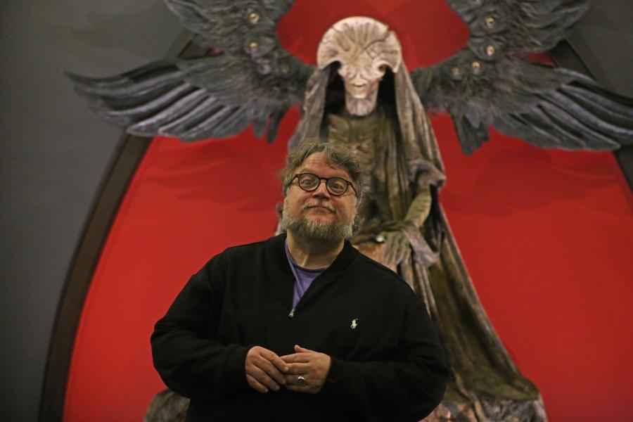 """Anuncia Del Toro entrada gratuita a la exposición """"En casa con mis monstruos"""