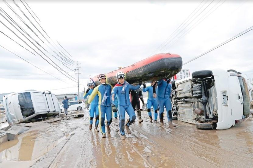 Suman 33 muertos por tifón en Japón