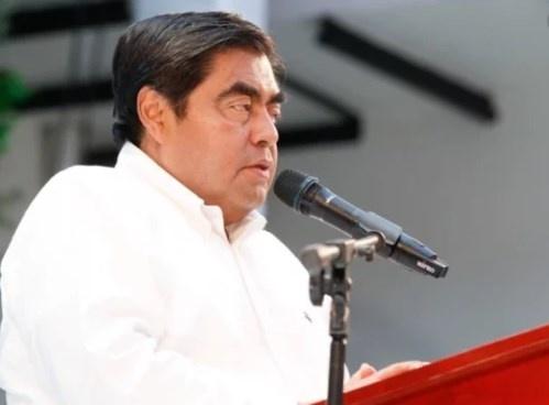 Pide Barbosa a los Gobiernos seguir postulados morenistas