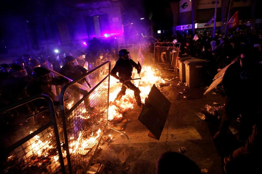 Sentencias contra líderes catalanes generan nuevo enfrentamiento en Barcelona