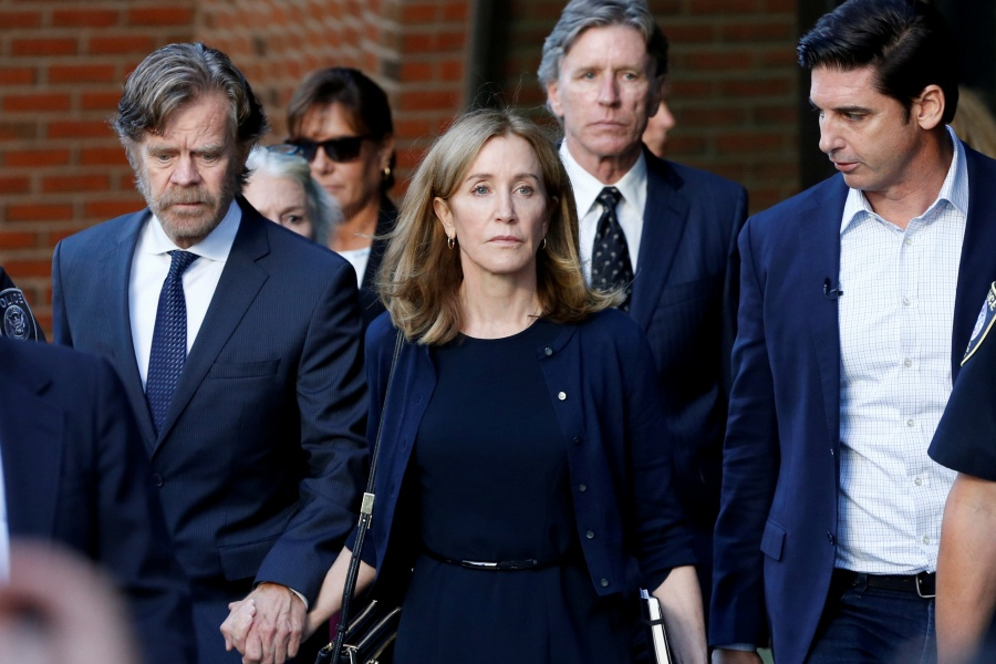 Felicity Huffman ingresa a prisión por corrupción educativa