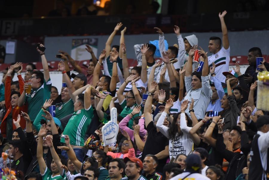 Retiran a 30 personas del Estadio Azteca por grito discriminatorio
