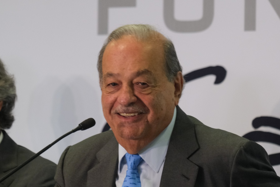 Carlos Slim anuncia inversión millonaria en telecomunicaciones