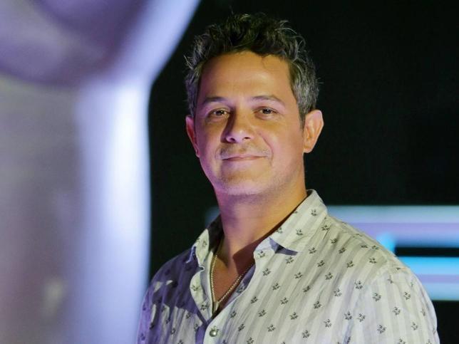 Alejandro Sanz celebra el lanzamiento del debut discográfico de su hijo Álex