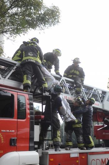 Se restablece circulación en Río Churubusco tras apoyo de bomberos