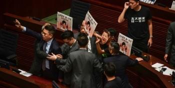 Tensión en las calles y en el Parlamento de Hong Kong
