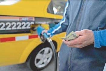 Sin decreto, baja precio de gasolina y transporte