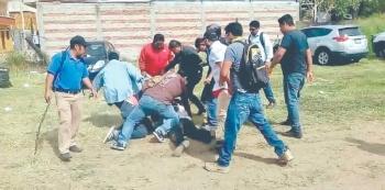 CNTE echa a docentes afines a partido de Elba
