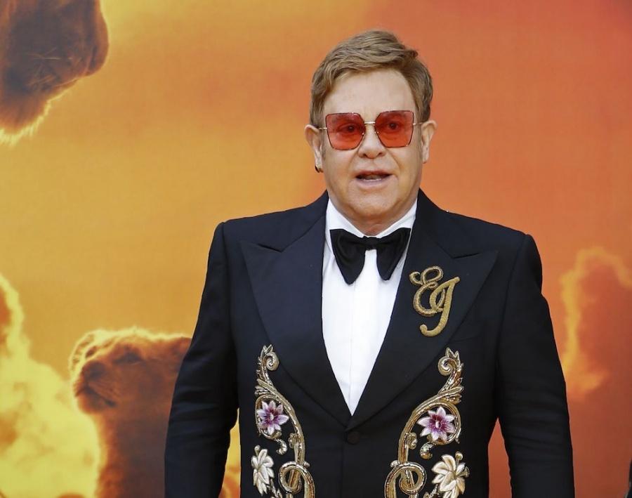 Elton John criticó la banda sonora del remake de El Rey León
