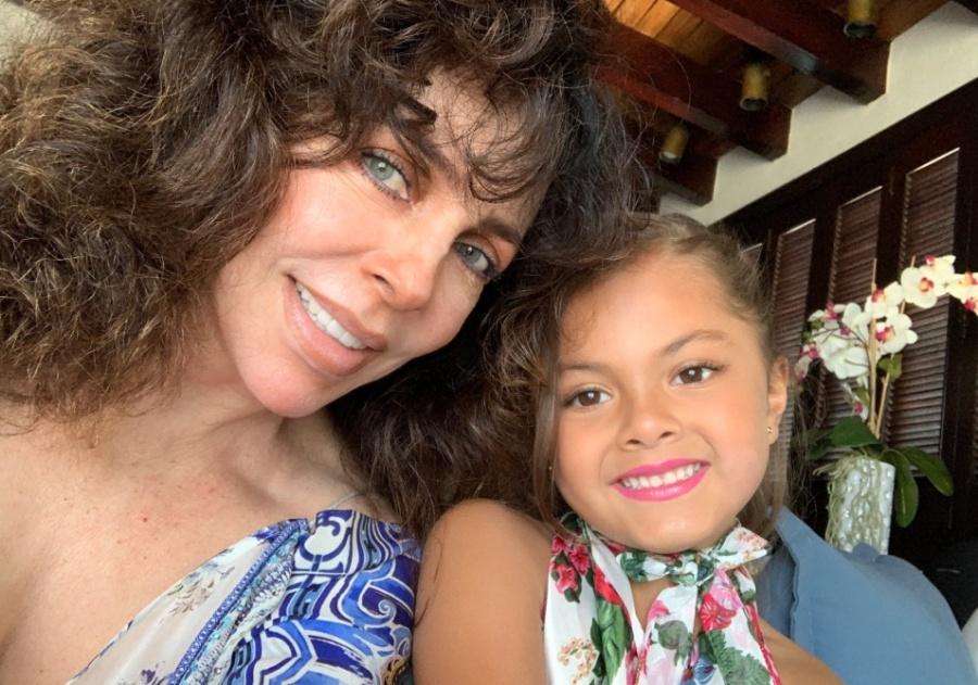 Verónica Castro reaparece en redes sociales con su nieta