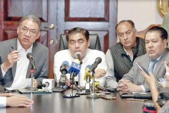 Barbosa atiende peticiones de los Normalistas