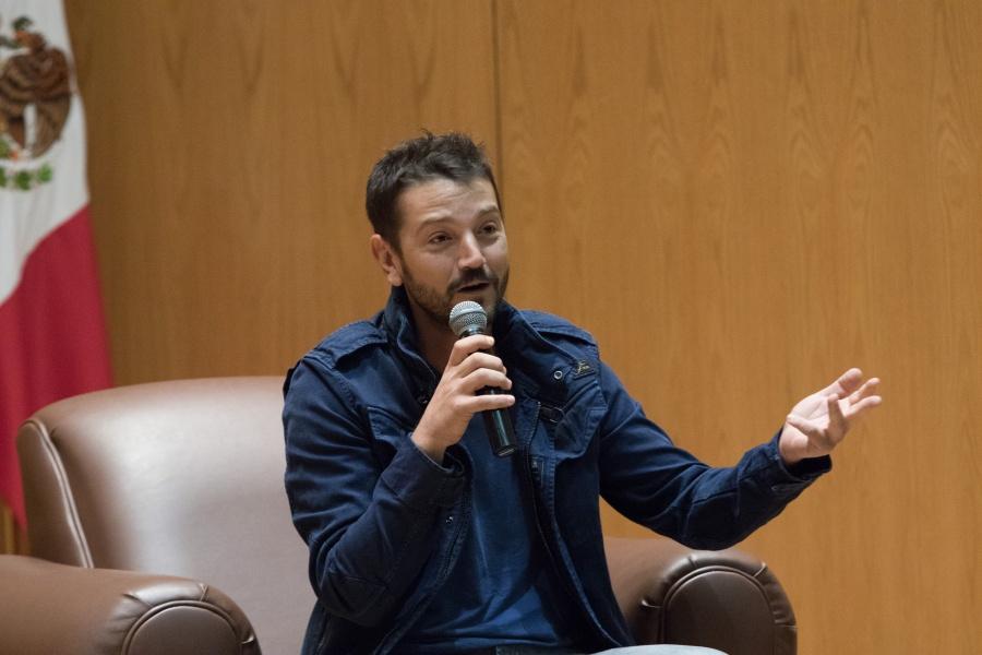 Diego Luna lamenta violencia en Culiacán