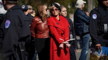 Por manifestarse contra el cambio climático, arrestan otra vez a Jane Fonda