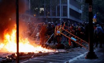 Nuevos enfrentamientos entre la policía y separatistas en Cataluña