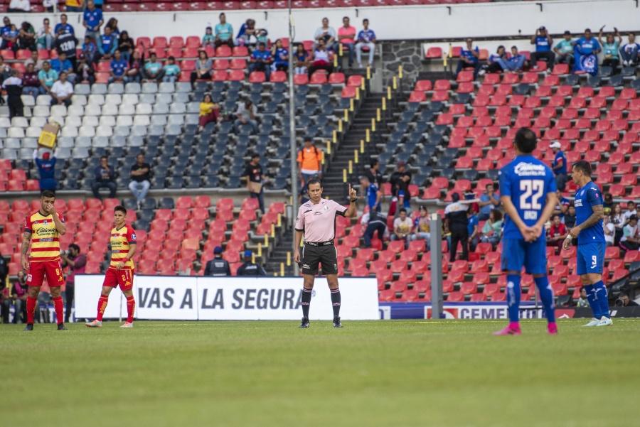 Cruz Azul y Morelia dejan de jugar por un minuto en apoyo al Veracruz
