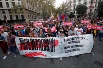 Guardia Urbana de Barcelona aconseja cerrar a comercios