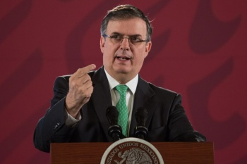 México y EU buscan congelar, no sólo detener, el tráfico de armas: Ebrard