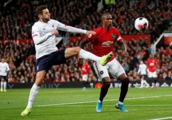 Manchester United y Liverpool dividen puntos en el Clásico inglés