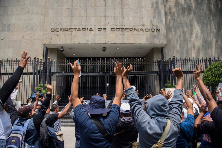 Manifestantes bloquean accesos a Segob