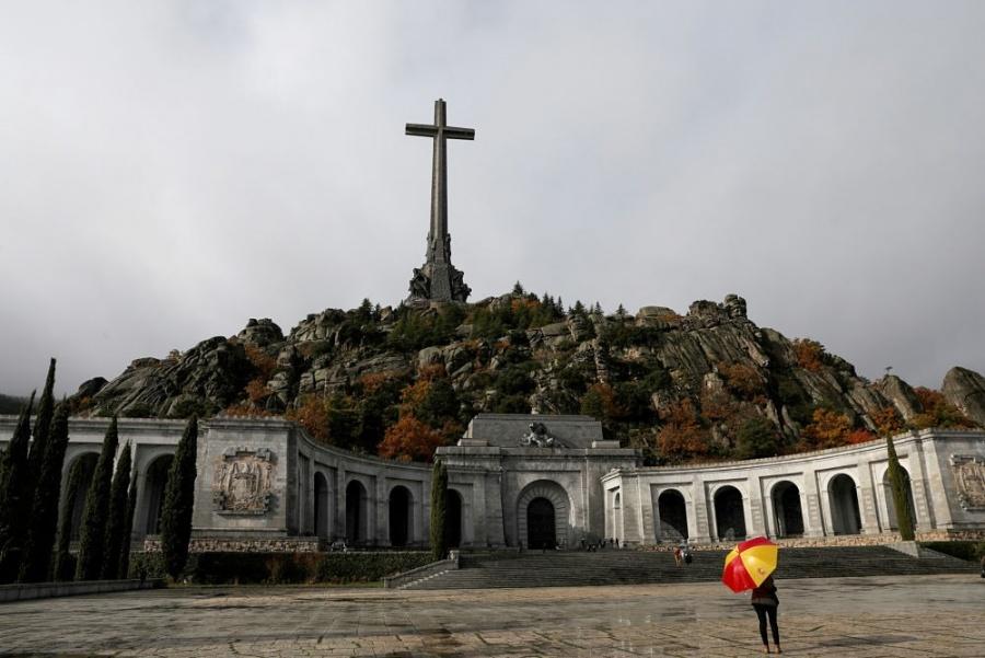 Retrasan exhumación de Franco; tendrá lugar el jueves