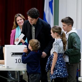 Conteo de votos en Canadá da ventaja a Trudeau